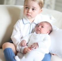 【イタすぎるセレブ達・Flash】英ジョージ王子、妹シャーロット王女とのツーショットが公開に!