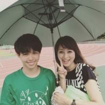 【エンタがビタミン♪】渡辺美奈代、イケメン息子の写真を公開。素直に母とツーショットする姿に「うちは絶対無理」「恋人同士みたい」羨望の声。