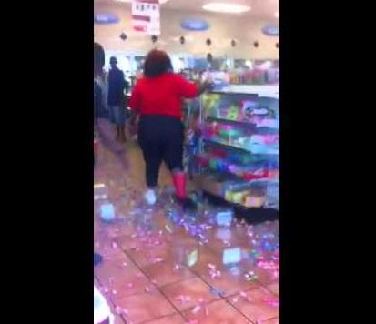 【海外発!Breaking News】ジャンクフード中毒の女が「売り切れ」に激怒。コンビニで大暴れ(米)<動画あり>