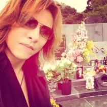 【エンタがビタミン♪】YOSHIKIがHIDEの墓前で報告。GLAYと共演して「みんなから元気をもらった」
