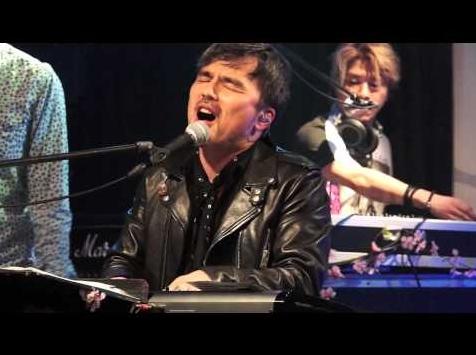 井上ヨシマサが歌うレオパレス21CMソング『それぞれの夢』(画像はYouTubeのサムネイル)