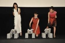 【エンタがビタミン♪】トリンドル玲奈、篠田麻里子、真野恵里菜が鬼瓦割りに挑戦! 8枚が真っ二つになり監督が「怖くなりました」