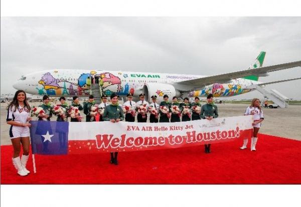 """ヒューストンに到着した""""ハローキティジェット""""(画像は『ハローキティ Instagram』より)"""