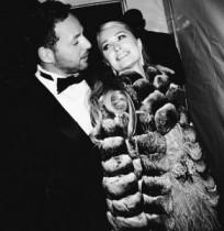 【イタすぎるセレブ達】パリス・ヒルトンが真剣愛。富豪彼氏を家族にも紹介。