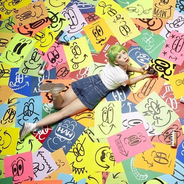 【エンタがビタミン♪】木村カエラの美脚ファッションが「もう神の領域」。アーティストとのコラボ写真に反響。