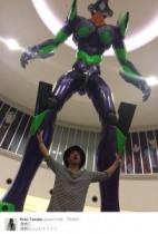 """【エンタがビタミン♪】田中聖が""""エヴァンゲリオン・初号機""""に遭遇。自身の3倍以上ある大きさに仰天。"""