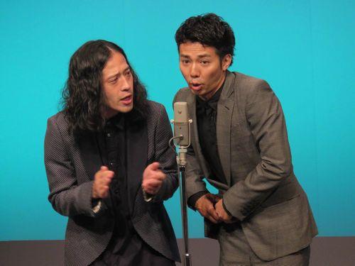 芥川賞受賞後、初めてコンビで劇場に立ったピースの又吉直樹と綾部祐二