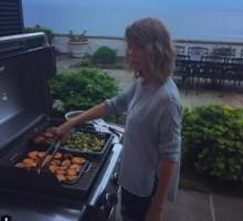 【イタすぎるセレブ達】テイラー・スウィフト、米独立記念日に料理の腕をふるう。恋人カルヴィン・ハリスはデレデレ。