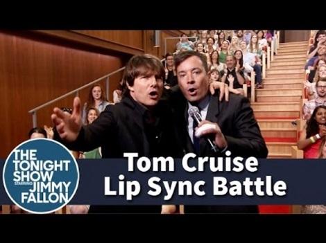 トム・クルーズの成りきり口パクがスゴい!(画像はYouTubeのサムネイル)
