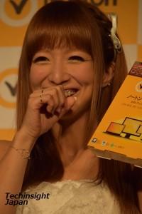 ワンクリック詐欺に夫婦で引っかかってしまったことを笑顔で語る、辻希美