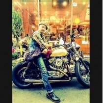 【エンタがビタミン♪】浅野忠信、バイクにまたがる姿がカッコよすぎる。「足長いー」と惚れ惚れ。