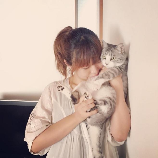 【エンタがビタミン♪】坂本美雨、生後1か月の娘を愛猫が受け入れてくれた瞬間。その思いにファンも感動。