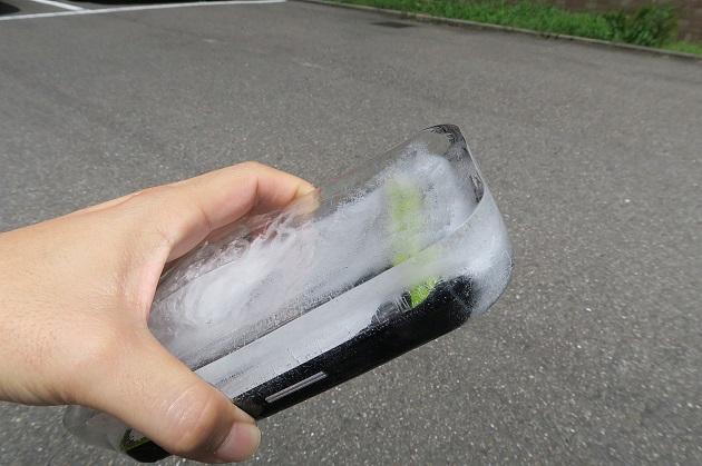 凍らせて耐氷結機能を検証