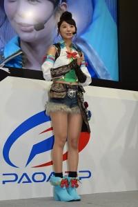 ゲームのヒロイン役『シェイル』の衣装で登場した、おのののか