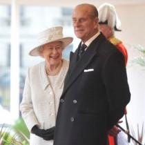 """【イタすぎるセレブ達】エリザベス女王、間もなく結婚68周年。今もエディンバラ公に""""恋心""""。"""