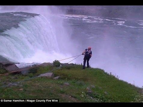 【海外発!Breaking News】ナイアガラの滝、実は自殺の名所。40代女性が滝つぼに身を投げる。