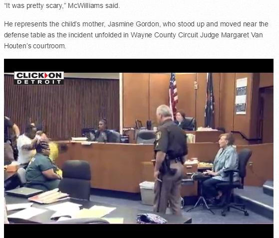 3歳の娘を殺された父親が、法廷でいきなり被告人をブン殴るという暴挙に出る。