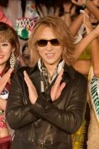 【エンタがビタミン♪】YOSHIKI、野外の生演奏に「寒い」。オークションの高額落札には唖然。