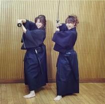 【エンタがビタミン♪】小川菜摘と杏子が凛々しい侍姿。「オレ達決まってるがな」