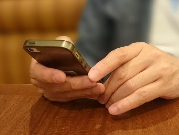 受刑者に携帯電話を差し入れようとしたところ…(画像はイメージです)