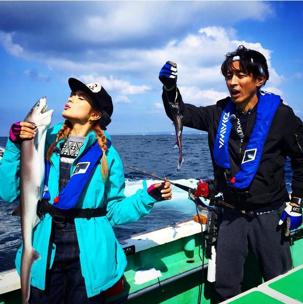 【エンタがビタミン♪】ローラと矢部浩之が釣り対決。獲物の違いと表情が絶妙。