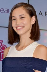 水原希子もグランプリ受賞者・八木莉可子さんに太鼓判を捺す