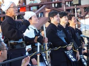 剣道で勝利を収めた大竹チーム。大竹まこと、光浦靖子、オジンオズボーン、太田英明アナ