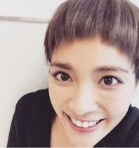 """【エンタがビタミン♪】秋元才加が""""前髪パッツン""""に!? 「可愛い」と大好評。"""