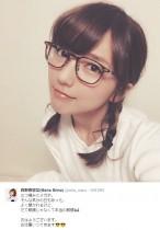 """【エンタがビタミン♪】真野恵里菜の""""三つ編みメガネ""""姿がまるでJK。"""