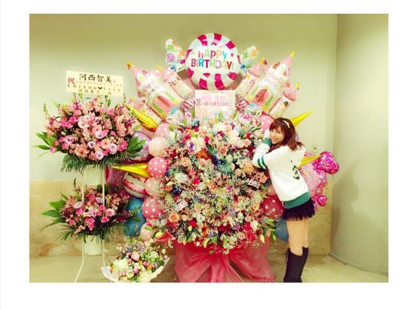 【エンタがビタミン♪】河西智美の誕生日に板野友美、佐野ひなこがレアな祝福ショット。