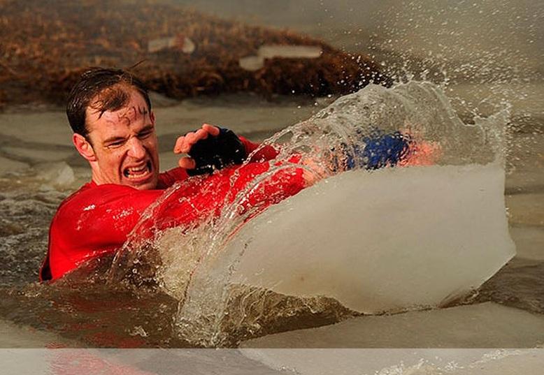 【海外発!Breaking News】低体温症、火の上を走る。世界一危険な障害物競走「タフガイ・レース」が過酷すぎる(英)