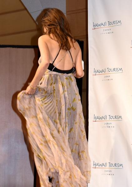 ファッションリーダーは後ろ姿も綺麗 梨花