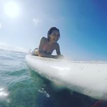 【エンタがビタミン♪】相武紗季、南国でサーフィン満喫。水着姿が眩しい!