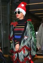 【イタすぎるセレブ達】ビヨンセ、クリスマスパーティで衝撃の珍ファッション。