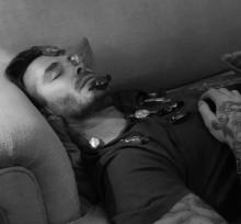 【イタすぎるセレブ達】デヴィッド・ベッカム、息子が顔にいたずら 爆睡写真公開される。