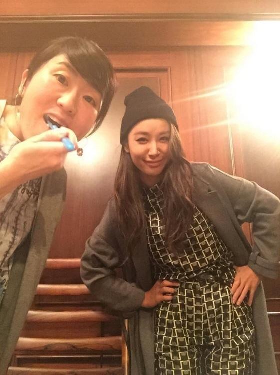 【エンタがビタミン♪】光浦靖子が「最近きれいになった!」メガネを外して歯磨きする姿に反響。