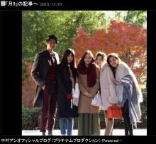 """【エンタがビタミン♪】速水もこみちと美人""""四天王""""が記念写真。月9最終回の撮影現場で。"""