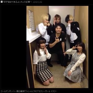 前列左より、内田彩、石田晴香、小高和剛さん、緒方恵美さん(画像は『ゴールデンボンバー 歌広場淳オフィシャルブログ』のスクリーンショット)