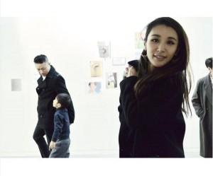 今も元夫と「パパとして会う」鈴木紗理奈。(画像は『instagram.com/munehirovoice』より)