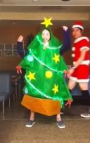 【エンタがビタミン♪】高畑充希、ツリー姿で「メリークリスマス!」