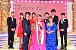 グランプリの中村真由美さんを囲んで『2016 第25回 たかの友梨エステティックシンデレラ大会』にて