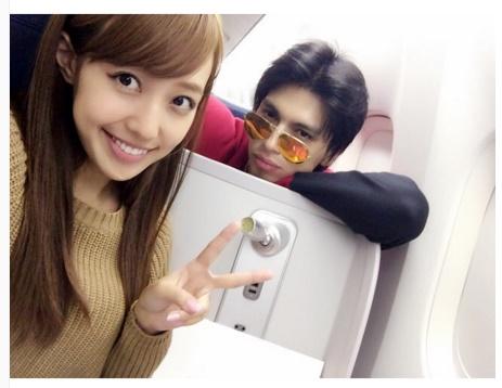 ビジネスクラスでロサンゼルスに飛んだ川崎希とアレクサンダー(画像は『川崎希 kawasakinozomi Instagram』より)