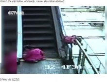 【海外発!Breaking News】中国ショッピングモールで3歳児、エスカレーターから転落