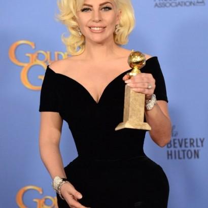 【イタすぎるセレブ達】レディー・ガガのゴールデングローブ賞受賞、婚約者は「誇らしい」