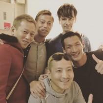 【エンタがビタミン♪】本田圭佑選手、じゅんいちダビッドソンと並ぶ 本物が偽物のモノマネも!