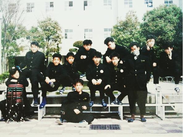 岡村隆史、高校時代の写真を公開。後列左から4番目が岡村(画像は『岡村隆史 Instagram』より)