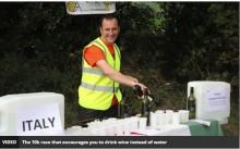 【海外発!Breaking News】マラソン給水所にワインがズラリ! 「ワインアスロン」今年も開催(英)
