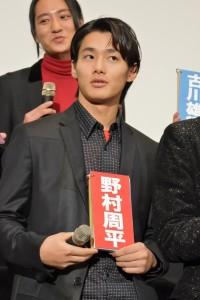 「チョコを一番もらった人」の質問に自身のネームプレートをあげた 野村周平