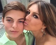 【イタすぎるセレブ達】エリザベス・ハーレイ、13歳息子が心配「私のような酷いティーンにならないで」
