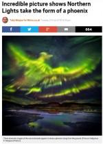 """【海外発!Breaking News】オーロラ、幻想的な火の鳥""""フェニックス""""を描き出す(アイスランド)"""